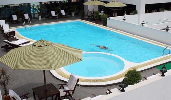 Hồ bơi khách sạn Bến Thành