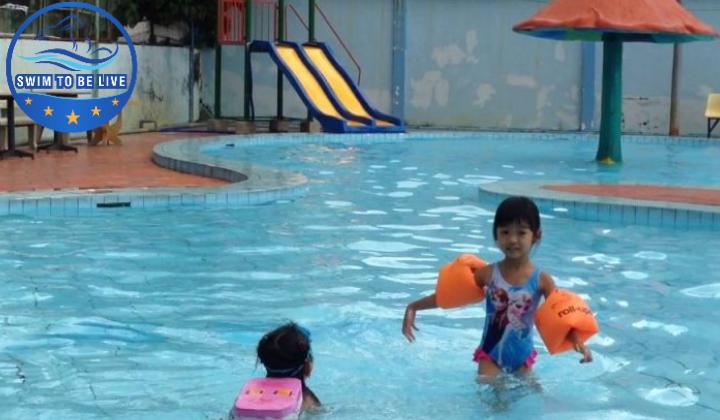 Học bơi ở hồ bơi công viên Lê Thị Riêng