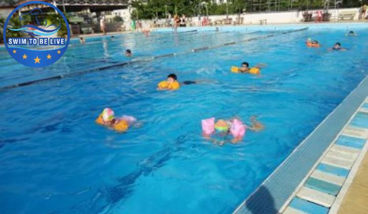 Học bơi ở hồ bơi Nguyễn Tri Phương