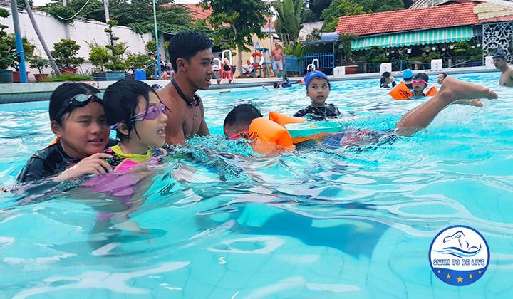 dạy bơi tại quận 2
