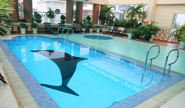 Hồ bơi khách sạn Hương Sen quận 1