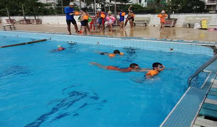 Hồ bơi Vân Đồn