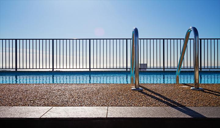 Hồ bơi không có hàng rào chắn